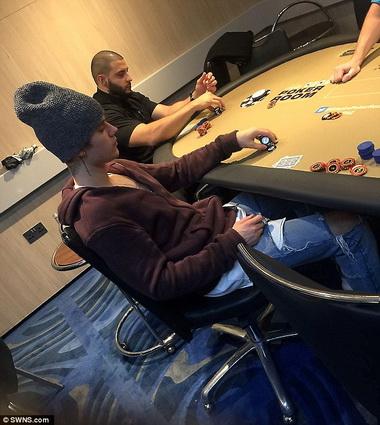 Джастин Бибер в казино.